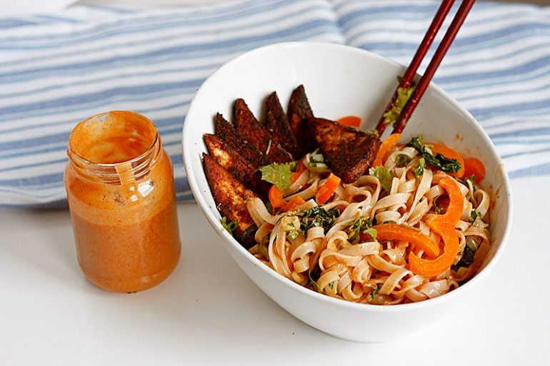 asian_noodle_bowl_peanut_sauce5