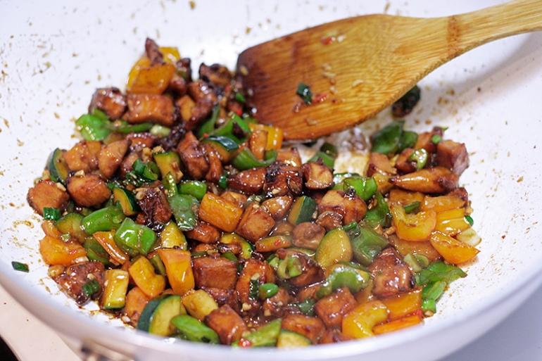 three-pepper-chicken-cook5