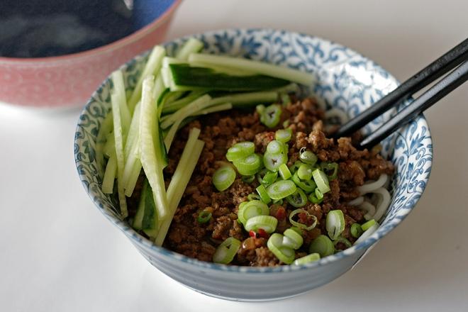 dan-dan-noodles-garnished